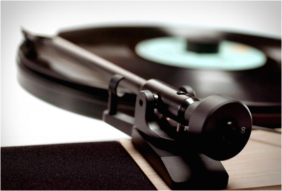 floating-record-vertical-turntable-6