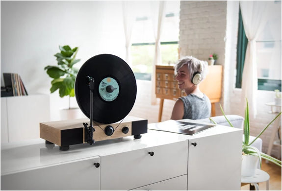 floating-record-vertical-turntable-8 (1)